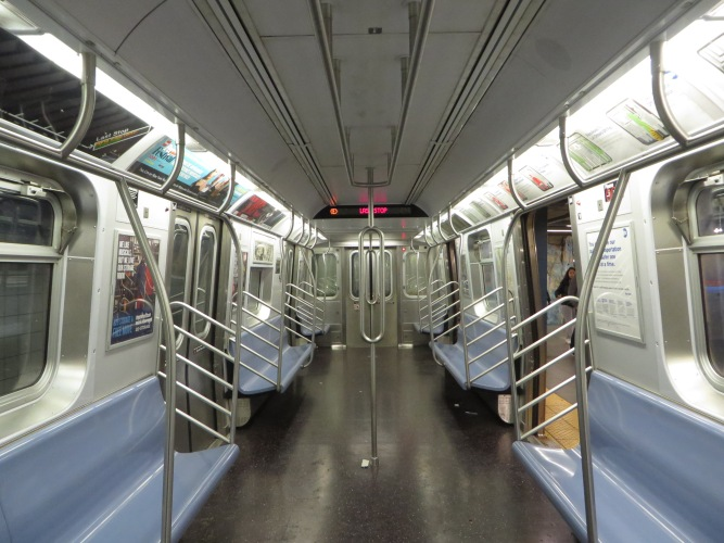 NYC_Subway_R160_9800_Interior_with_Double_Stanchions
